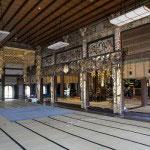 大殿内部は十四間四面。1間は約1.9mですから、26m四方、676m平米という大きな空間があります。