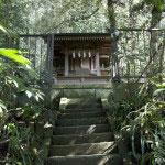 三峰神社、御嶽神社。