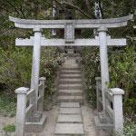 本堂右手にある熊野大権現、白山大権現。