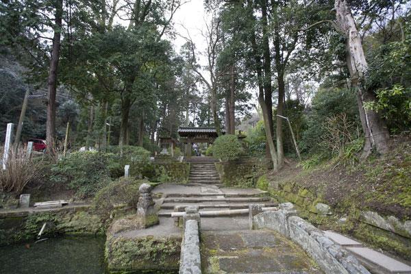 浄智寺境内。