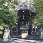 源頼朝、実朝が祀られた白旗神社。日本史上類い稀な英傑・頼朝公に必勝を、歌の名手・実朝公に学業成就を祈りましょう。