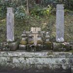 妙本寺、比企一族の墓。かつてこの地には有力御家人、比企一族の屋敷がありました。