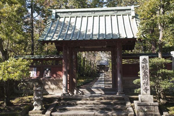 寿福寺総門。