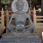 パキスタンから贈られた釈迦苦行像。