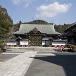 三門、仏殿、法堂と見物した後は、その奥にある方丈へと向かいます。入口の唐門は仏殿と同じように芝の秀忠夫人霊屋から移築されたもの。