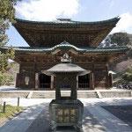 開基・北条時頼、開山・蘭渓道隆による衆生済度の願いが込められた御本尊・地蔵菩薩を安置した仏殿。現在の建物は4代目。徳川秀忠夫人の霊屋(みたまや)を1647年に芝の増上寺から譲り受けたもの。