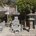 足利貞氏の墓。室町幕府を創設した足利尊氏の父です。足利氏の氏寺として栄えた浄妙寺らしい史跡です。