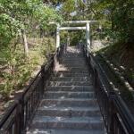 急な階段をのぼります。