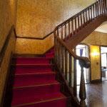 玄関ロビーの階段。まさに洋館という言葉がぴったり。