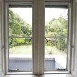 庭園を望む2階の窓。