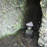 佐助の稲荷山は古来より水源の池でした。今日も湧き続ける霊狐泉です。