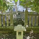 明月院。北条時頼の墓。このあたり一帯には明月院が建立される前、時頼が没した最明寺がありました。時頼は第5代執権として執権政治の最盛期を築きました。