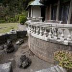 石造りのバルコニーもそのまま残っています。