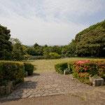 鎌倉文学館。庭からは由比ガ浜の海が望めます。