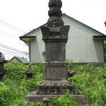 光明寺、内藤家の墓にある一塔。大阪冬の陣、夏の陣で活躍した内藤忠興のものです。