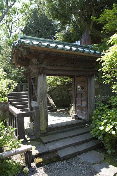英勝寺の祠堂門(平唐門)。国の重要文化財に指定されています。