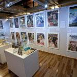 常設展示。世界の映画を日本に、日本の映画を世界へと発信した川喜多夫妻の足跡が展示されています。この後ろには詳しい年表もあります。