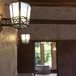 照明器具、壁紙と全体が見事に調和しています。
