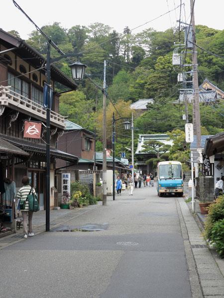 長谷寺の参道。古くからある寺社の参道というのはなんともいえず魅力的です。手前には明治から続く旅館、對僊閣もみえます。