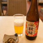 ビールには小鉢がつきます。鎌倉散策の疲れを癒すには最適の組み合わせ。