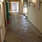 1Fへと戻り、洋館部分入口前を左手に進むと日本建築へ。全14室の内、和室は12室、和洋1、洋室1、宿泊のメイン客室は和室です。