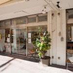 雪ノ下の金沢街道沿いにあるベルグフェルド。となりがカフェになっています。