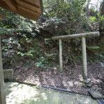 秋葉神社の右手には鳥居があります。