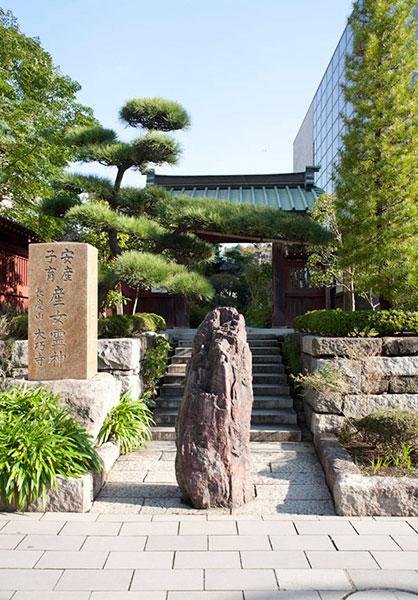 駅に最も近いお寺さんです。