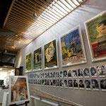 館内。企画展のポスターが飾られています。映画に満ちた空気が背筋にピリっとした刺激を与えてくれます。