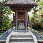 北条高時を祀る徳崇大権現堂。鎌倉幕府が滅亡した5月22日には大般若転読会が行われます。