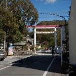官弊中社鎌倉宮の碑と鳥居。