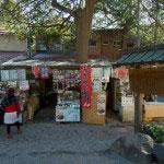 銭洗弁財天の境内にある七幅茶屋の外観。
