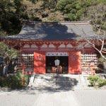 頼朝の墓から金沢街道方面へと歩き、途中を左に曲がると荏柄天神社です。