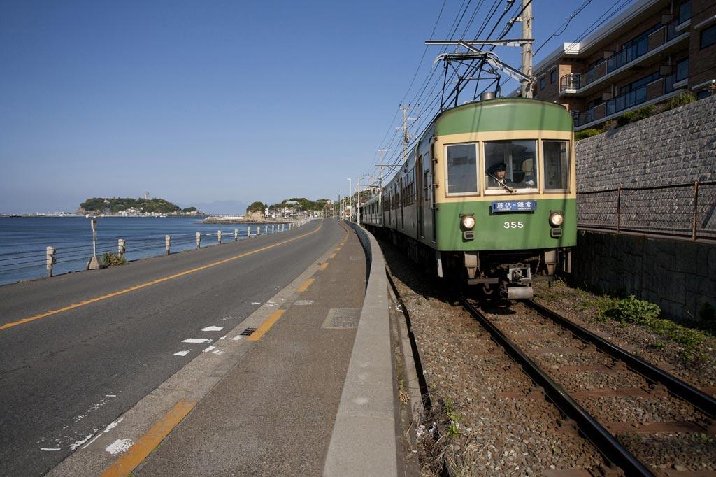江ノ電、鎌倉高校前あたりの景色。