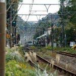 北鎌倉駅。鎌倉の山々と秋の風情。