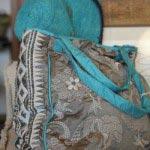 刺繍たっぷりの軽くて丈夫なナイロン製。いわゆるトート型でもカジュアル過ぎないデザインなので仕事用にも使えそうです。11,664円。