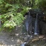 三郎の滝と石碑。子供の頃、何度か水を浴びてふざけたものです。