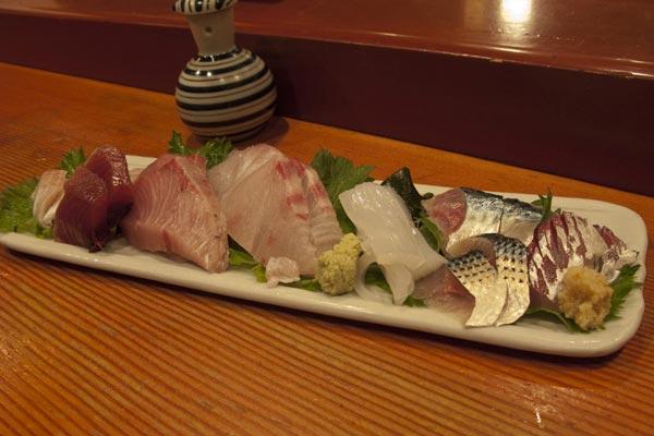 マグロや貝類の他はすべてご主人の手によって釣り上げられた新鮮な魚ばかり。