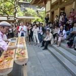 会を主催した鎌倉若宮大路のフランス田舎料理店「ラパッション」オーナーシェフ金谷氏による食のアートパフォーマンス。食べても美味しい!