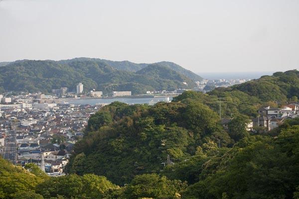 大切岸の上からの風景。逗子海岸が見えます。