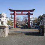 鶴岡八幡宮まで真っすぐに続きます。