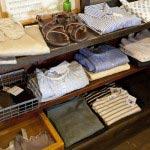 molnの洋服は着心地の良い天然素材、特別な日に着たくなるようなものが揃っています。
