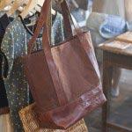 fabrica.による倉敷帆布×天然ヌメ革のトートバッグ(25,200円)。存在感があります。