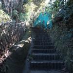〔地図20〕天園ハイキングコース瑞泉寺口。入口を入ると階段があります。