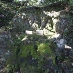 〔地図⑱〕岩には仏像が掘られています。