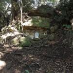 天園ハイキングコース瑞泉寺〜獅子舞上合流地点間。貝吹き地藏の近くにも真新しい石仏が置かれていました。