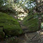 〔地図⑬〕岩を削った階段。