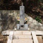 龍口寺、日観上人の墓。