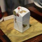 逗子在住、川崎忠夫さんの磁器の蓋もの、31,500円。