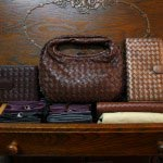 左)Bottega Venetaの財布、58,000円。右)Bottega Venetaのポーチ、84,000円。この他にもバーニーズニューヨークの財布(8,400円)が何点かあります。クリスマスギフトにはぴったりです。